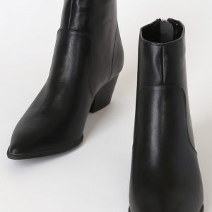 Black Pointed Toes Heeled Booties Size 7.5